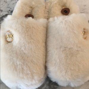 Never worn Micheal Kors slippers/slides